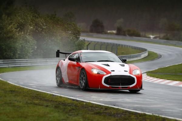 Un Aston Martin V12