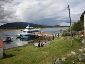 Postal: Barco turista en Tierra del Fuego (Argentina)