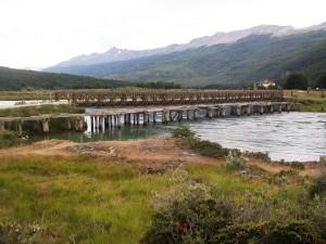 Puente de la Ruta Nacional 3 sobre el río Lapataia (Parque Nacional Tierra del Fuego, Argentina)