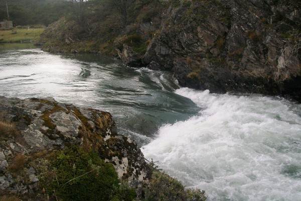 Rápidos del río Lapataia vistos desde la isla Entre Ríos