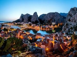 Anochecer en Omis (Croacia)
