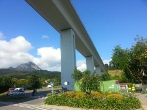 Carretera bajo el puente