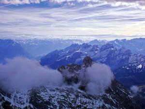 Vista de una gran cadena montañosa