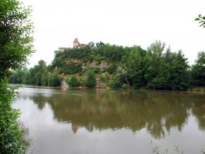 Postal: Castillo junto al río Lot (Francia)