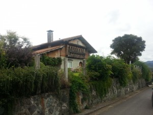 Casa con un gran jardín