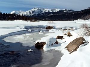 Postal: Nieve y hielo en el río