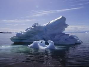 Postal: Iceberg iluminado por el sol