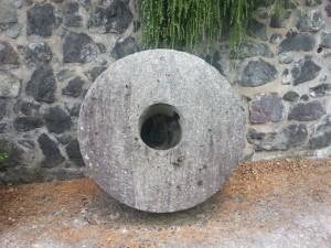 Postal: Rueda de piedra de un molino