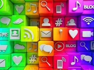 Postal: Cubos en 3D con iconos de redes sociales