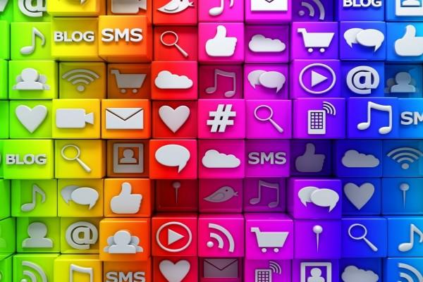 Cubos de colores con iconos