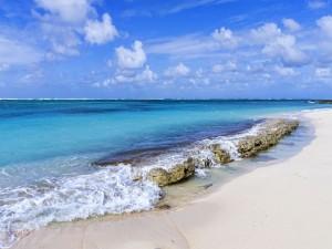Postal: Magnífica playa de arenas blancas