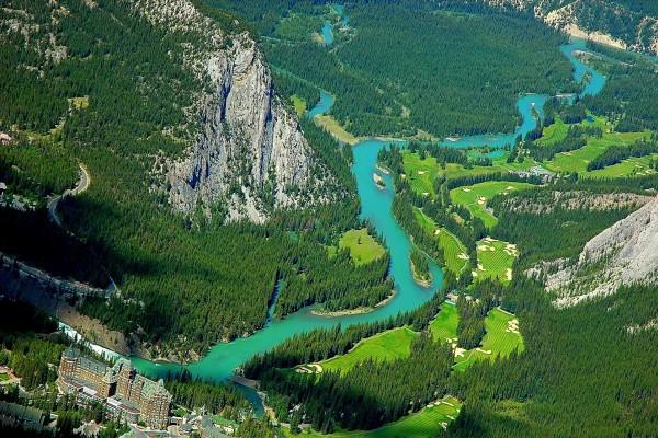 Vista aérea del Parque Nacional Banff  (Alberta, Canadá)
