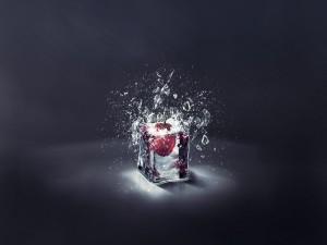 Postal: Una cereza en un cubito de hielo