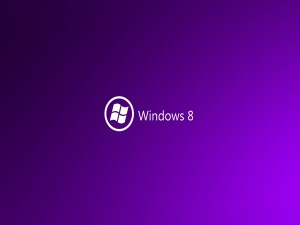 Windows 8 en fondo morado