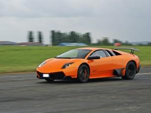 Lamborghini Murciélago SV de color naranja
