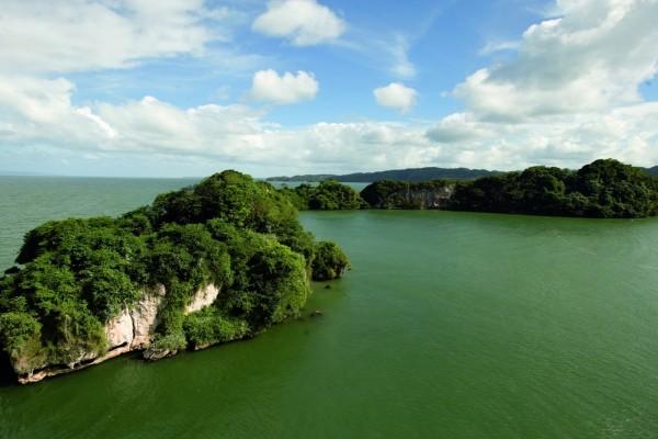 Maravillosas islas rodeadas de aguas verdes