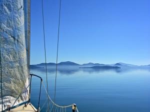 Contemplando el paisaje desde el barco
