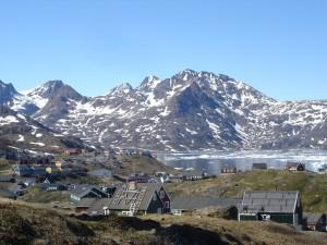Postal: La comunidad de Tasiusaqen en el fiordo Tasermiut (Groenlandia)