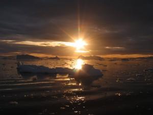 Anochecer en un mar de Groenlandia