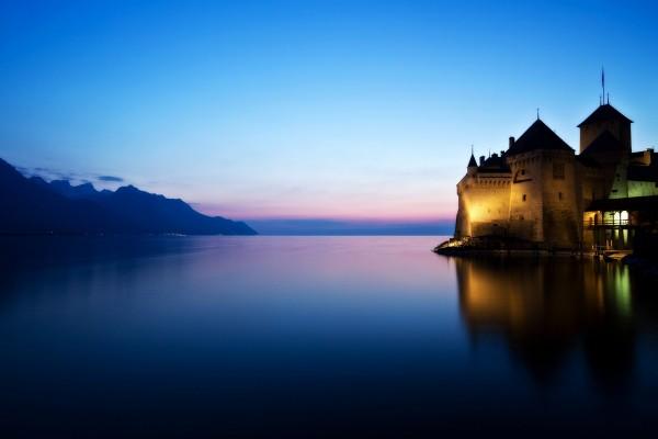 Castillo de Chillon a orillas del lago Lemán (Suiza)