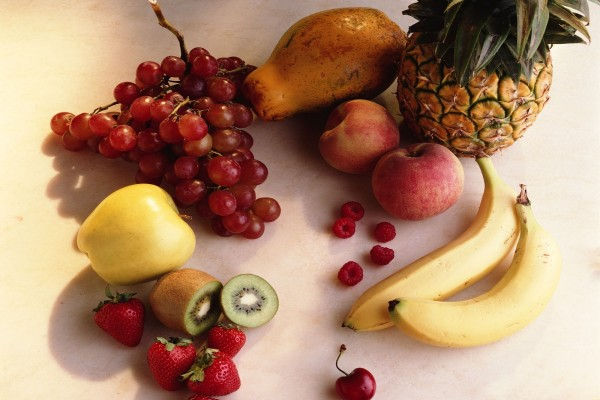 Piezas de frutas variadas