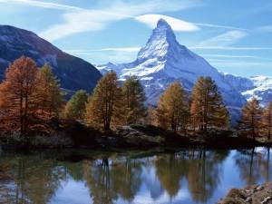 Postal: El monte Cervino nevado en otoño