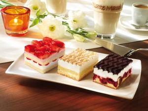 Tres ricos pasteles de diferentes sabor