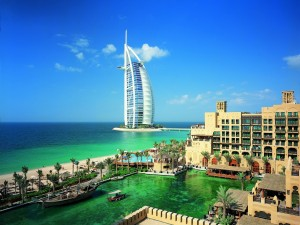 El hotel de lujo situado en el mar Burj al-Arab ( Dubái)