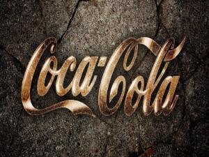 Logo de Coca-Cola sobre piedra