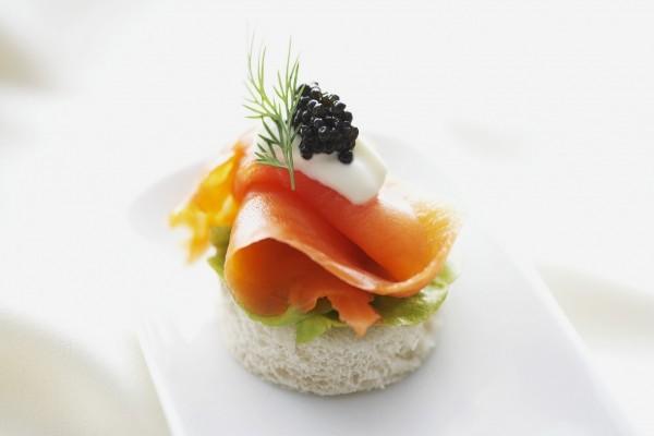 Un delicioso canapé de salmón