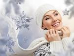 Magnífica sonrisa de una mujer en invierno