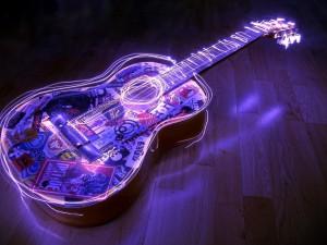 Postal: Una guitarra con luces de neón