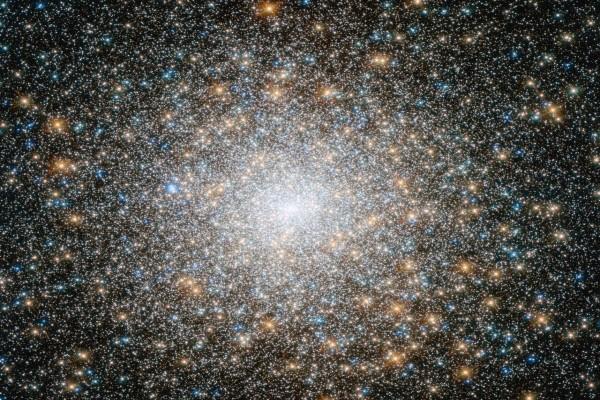 Estrellas brillantes en una galaxia