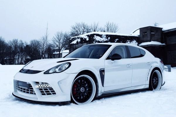 Porsche Panamera sobre la nieve