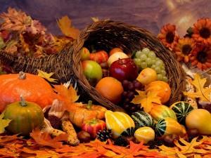 Postal: Frutas, calabazas y frutos secos de temporada de otoño