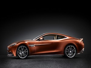 Postal: Un elegante Aston Martin Vanquish