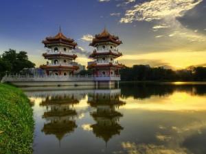 Postal: Pagodas chinas junto a un lago