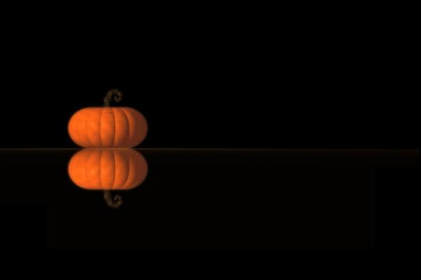 Calabaza de halloween reflejada en un fondo oscuro