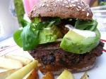 Hamburguesa vegana con aguacate