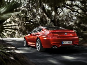 Un BMW M6 Coupe rojo