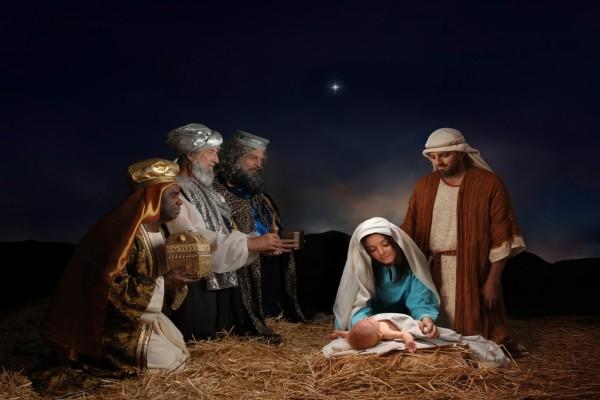 Regalos de Navidad de los Reyes Magos en el nacimiento de Cristo