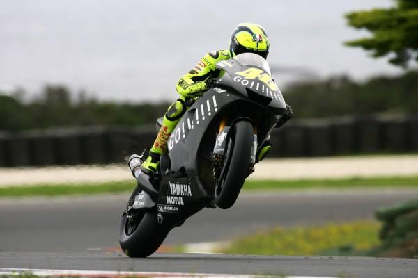 Valentino Rossi en una Yamaha negra 46