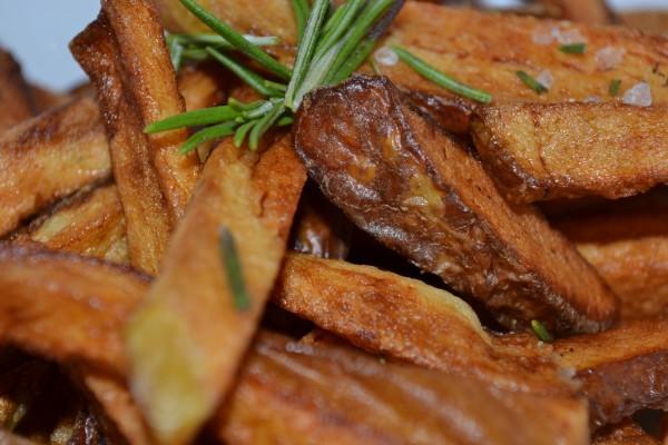 Patatas fritas muy doradas