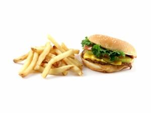 Patatas fritas y hamburguesa