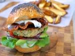 Semillas de amapola en un pan de hamburguesa