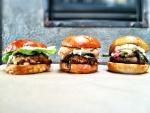 Tres hamburguesas con distintos rellenos