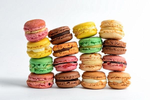 Macarons de diferentes colores y sabores
