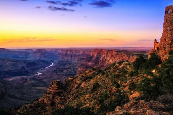 Magnífico crepúsculo en el Gran Cañón
