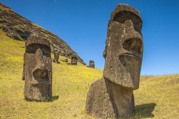 Piedras monolíticas en la Isla de Pascua (Chile)