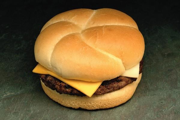 Gran pan para una hamburguesa con quesos